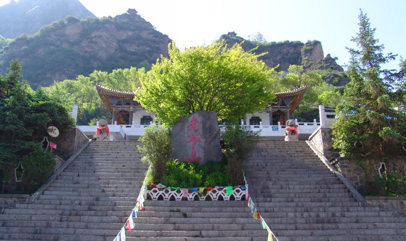 老爷山风景区位于青海省大通县桥头镇东侧的北川河畔,是大通中部